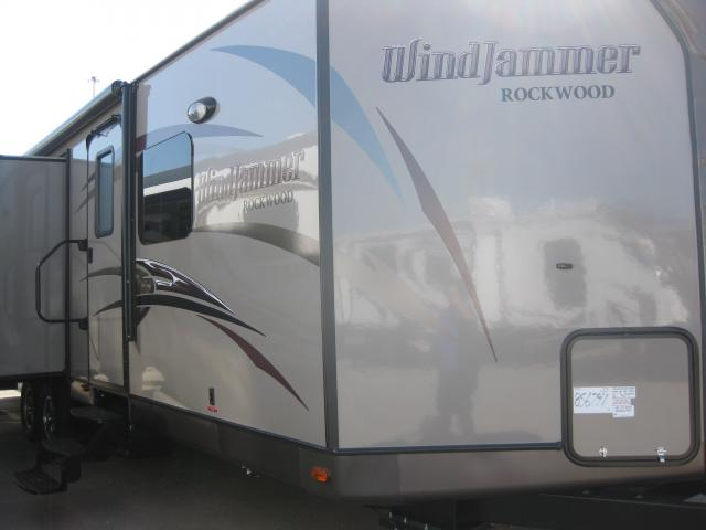 2014 FOREST RIVER WINDJAMMER 3025W