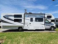 2018 FOREST RIVER FORESTER 3251DS